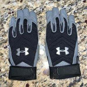 Under Armour football gloves. Youth Medium